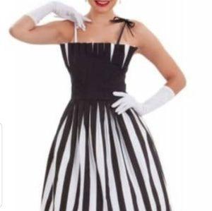 Tatyana Play me box pleat dress NWT M